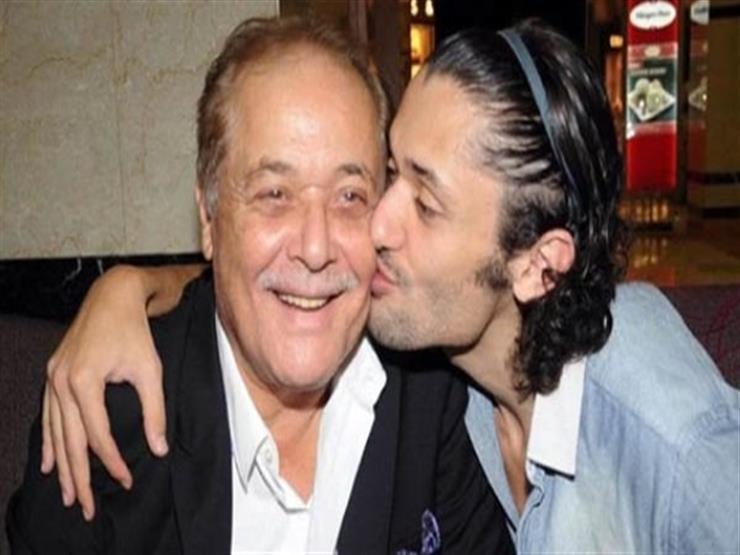 كريم محمود عبدالعزيز: والدي هو بطلي الخارق.. باع جرائد ونام على الرصيف