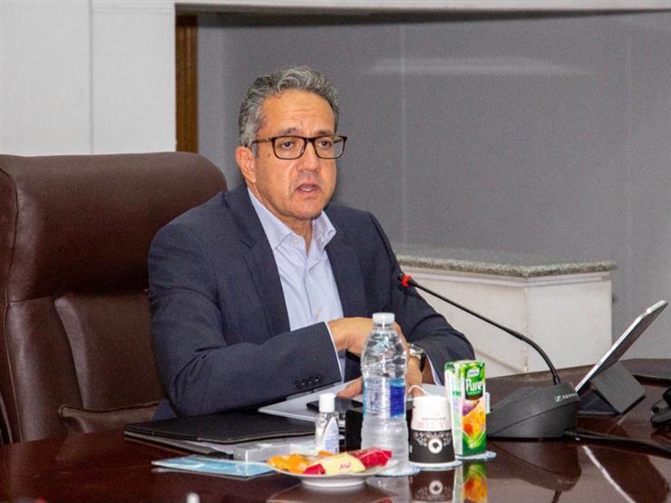 لمناقشة نقل مركب خوفو.. وزير الآثار يجتمع بقيادات المتحف الكبير