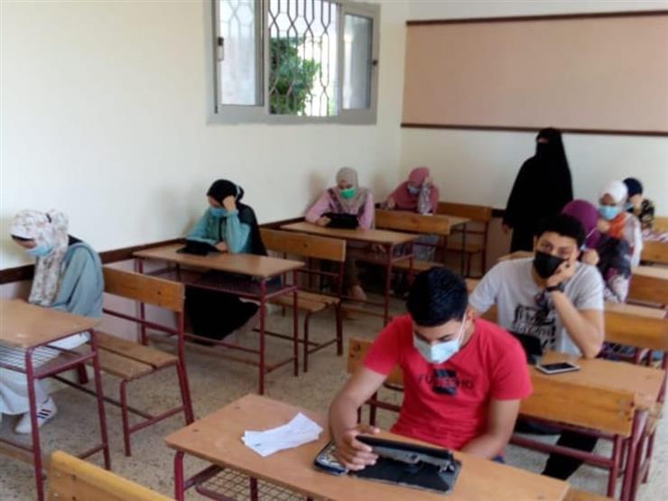 بالفيديو.. طلاب الثانوية يشتكون من صعوبة امتحان الديناميكا بأسيوط