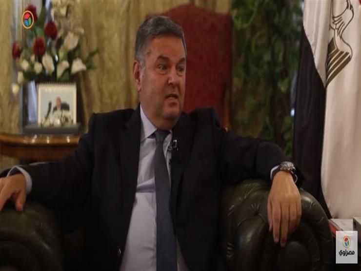 """""""شباب أونلاين"""".. حكاية وزير قطاع الأعمال مع أول سيت كوم في مصر (فيديو)"""