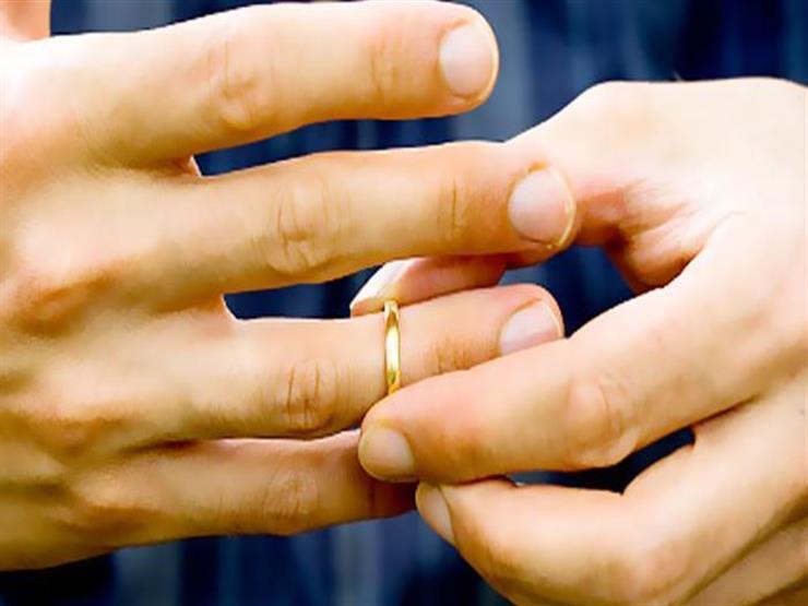 النشرة الدينية  صحابة وعلماء نسبوا لأمهاتهم.. وحكم تخيير الزوجة بين عملها وبين الطلاق