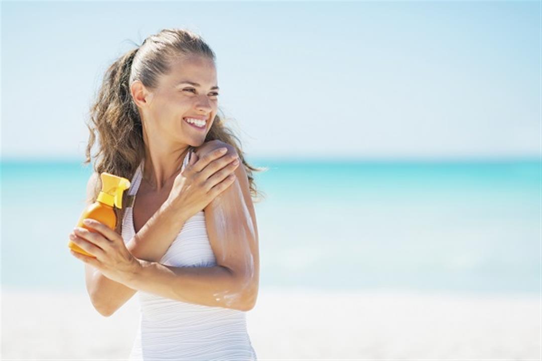 كيف تستخدم واقي الشمس في الصيف؟.. طبيب جلدية يوضح (فيديو)