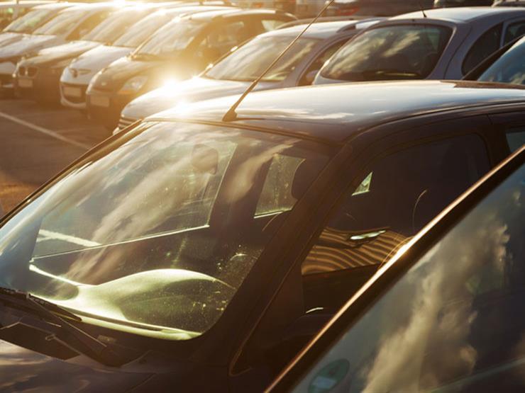 كيف تحمي السيارة من أشعة الشمس.. وهل لونها يسهم في خفض درجة الحرارة؟