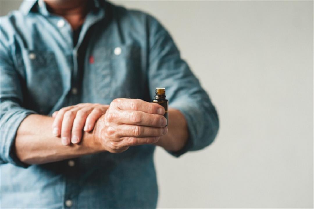 أبرزها زيت الكركم.. 6 زيوت طبيعية تخلصك من ألم التهاب المفاصل