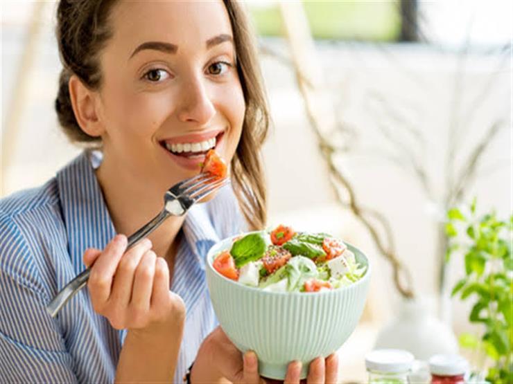 5 أسباب تجعلك تتناول العشاء قرب غروب الشمس