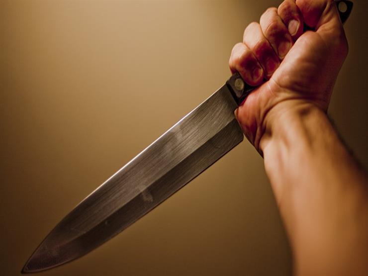 طعنت والدها بسكين لرفضه دعمها ضد طليقها في قنا