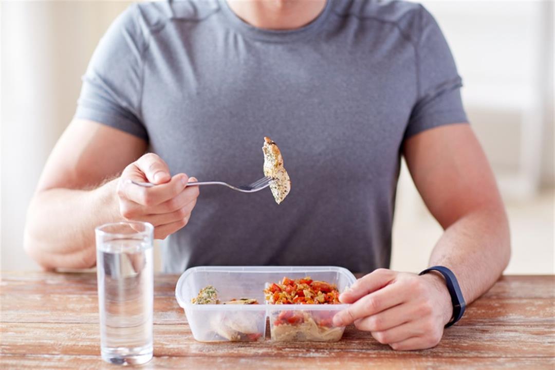 تخطيت الثلاثين؟.. قائمة بالأغذية التي ينصح بالامتناع عن تناولها
