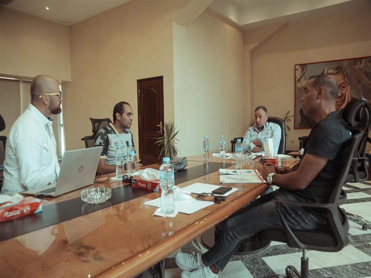 الخطيب يعقد جلسة مع خالد بيبو والمدير الفني لقطاع الناشئين بالأهلي