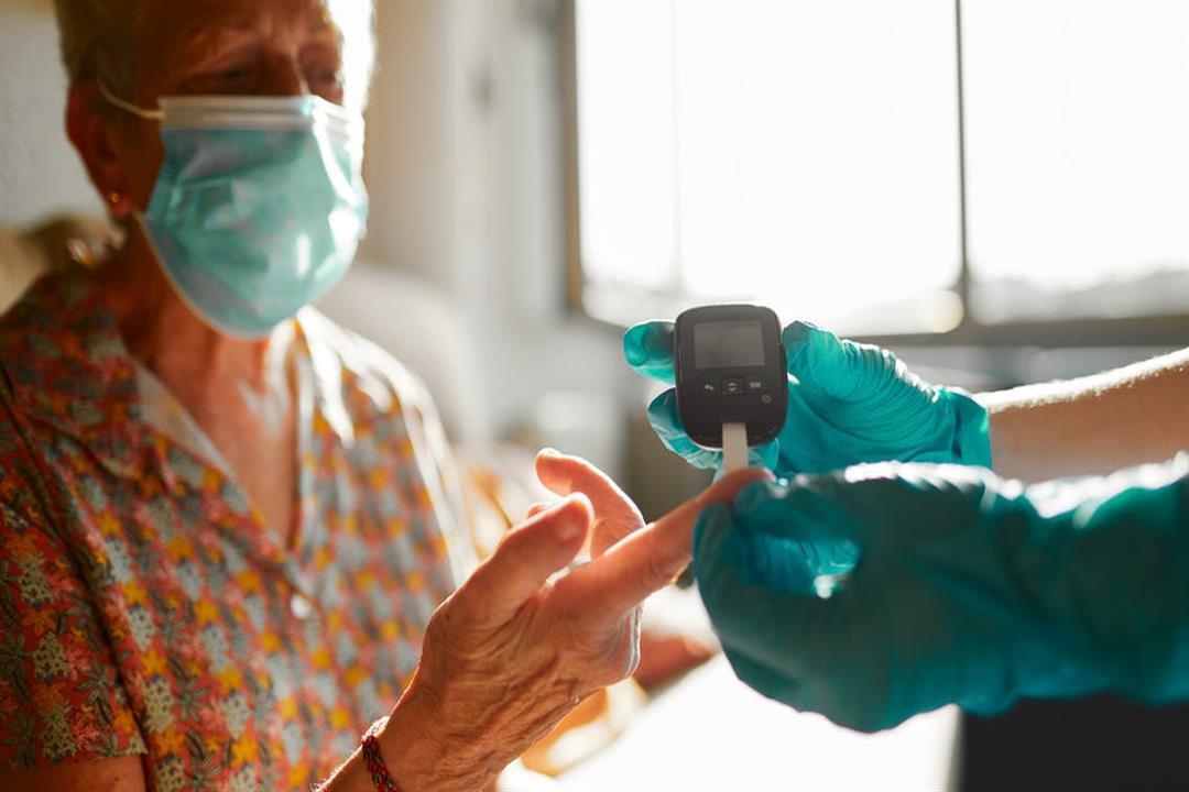 لماذا تزداد فرص تعرض مرضى السكري لمضاعفات كورونا؟.. طبيب يوضح طرق الوقاية