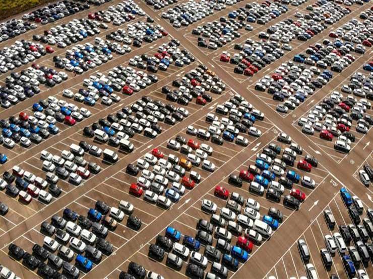 """هل أزمة """"الأوفر برايس"""" التي يعاني منها سوق السيارات بمصر مفتعلة؟ خبير يجيب"""