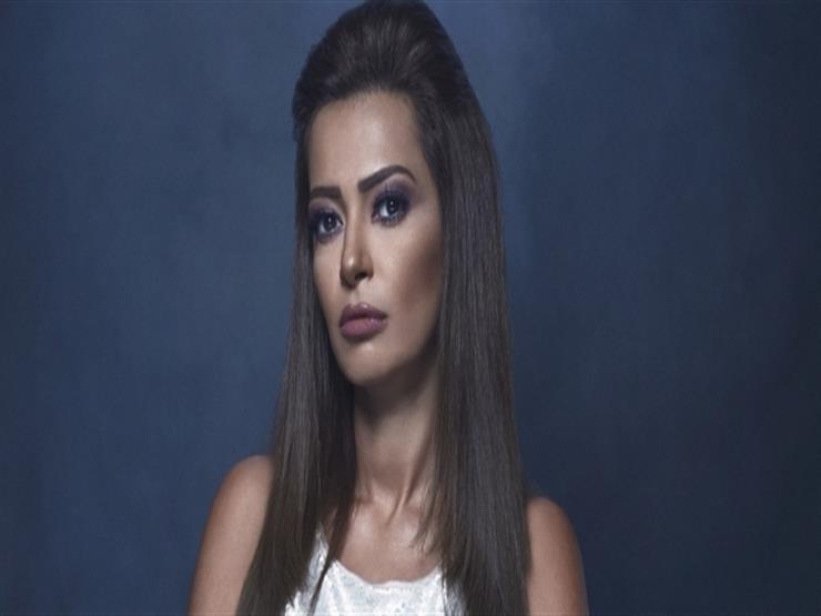 داليا مصطفى تطلب الدعاء لـ كريم فهمي