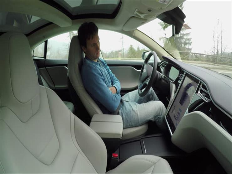 تزايد الضغوط على تيسلا بسبب مخاوف تتعلق بنظام القيادة الذاتية في سياراتها
