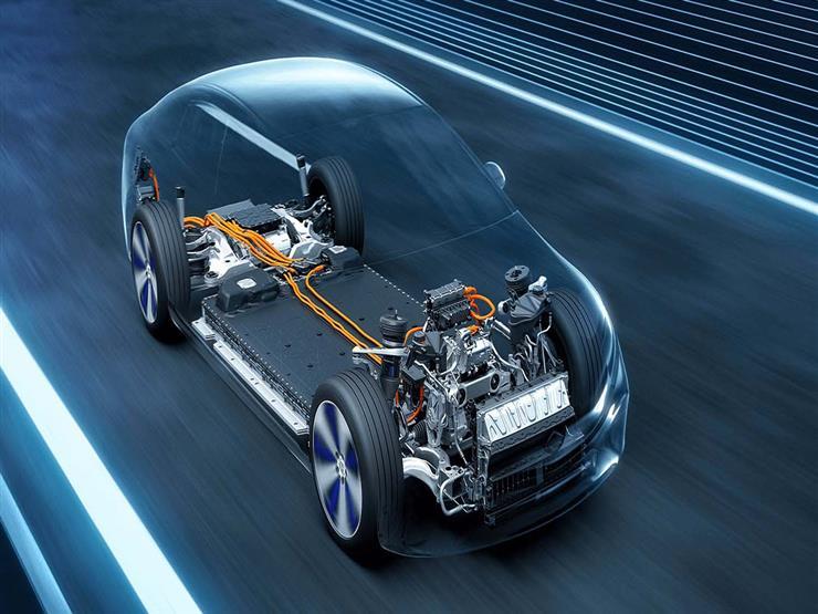 تعاون بقيمة 8 مليار دولار.. مرسيدس تشترك مع ستيلانتيس وتوتال إينرجيز لإنتاج بطاريات السيارات