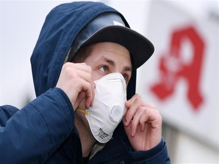 فيروس كورونا.. طبيب يحدد أسوأ وقت للإصابة به