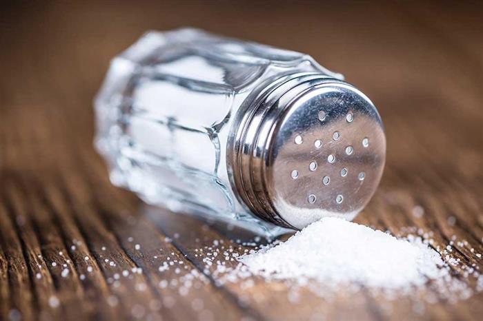 الإكثار من تناول الملح يهددك بتلك الأضرار.. دراسة توضحها