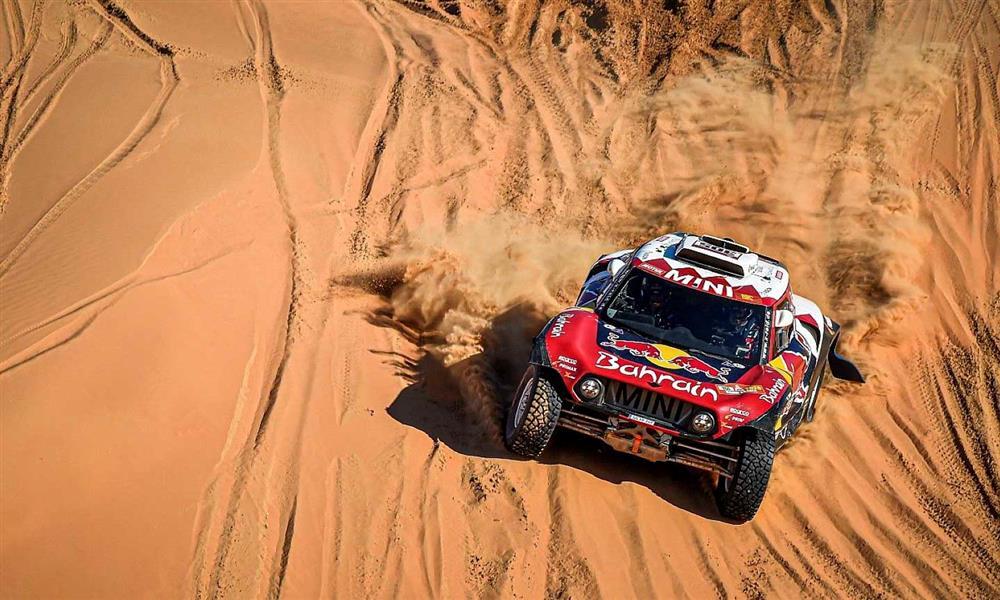 سيارة فريق اكس-رايد ميني بقيادة ستيفان بيترانسيل في رالي داكار