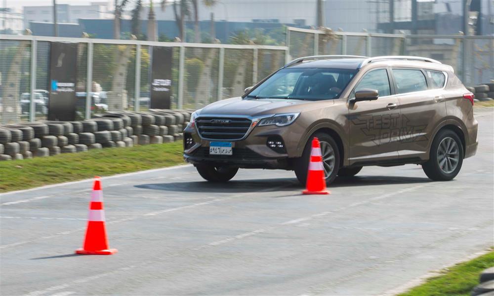 اختبار قيادة جيتور X70 على حلبة سباقات.. صور  (6)