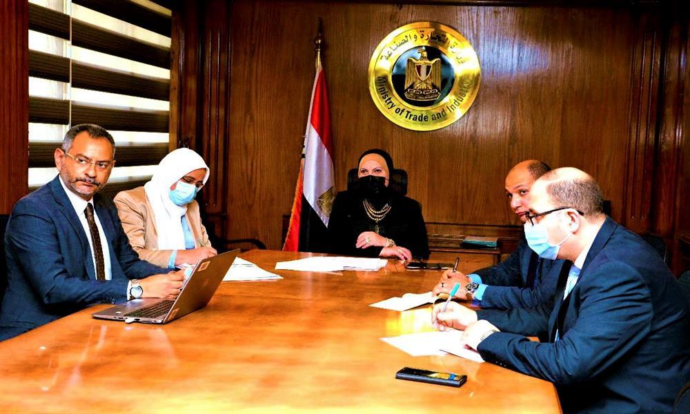 التجارة والصناعة تبحث مع نيسان خططها الإستثمارية في مصر