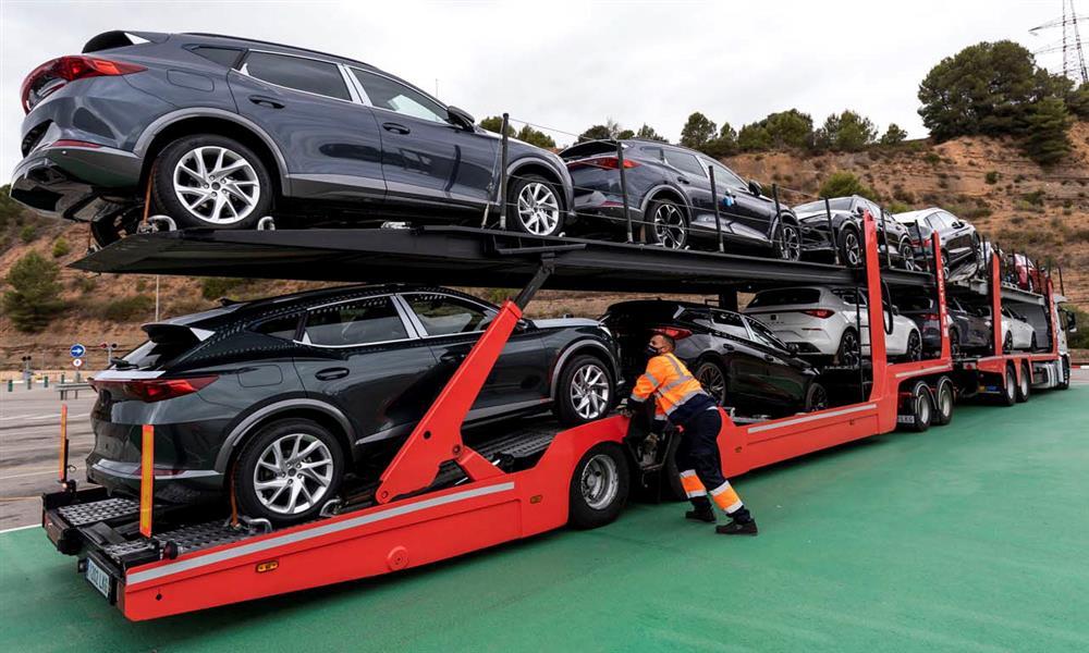 سيات تستعين بشاحنة طولها ٢٥ متر