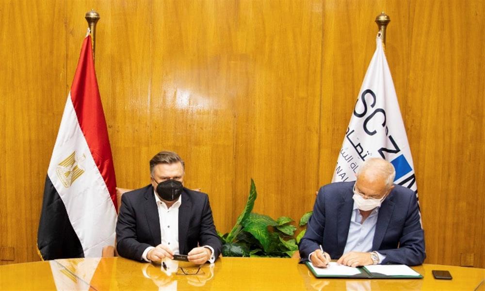 مرسيدس توقع عقد إنشاء مركز لوجيستي بالعين السخنة (1)
