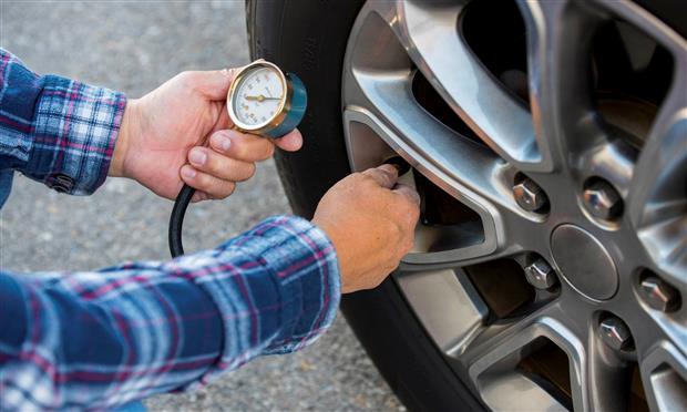 قياس ضغط الإطارات