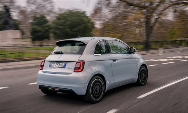 جائزة أفضل سيارة صغيرة لعام ٢٠٢١ تذهب إلى فيات ٥٠٠ الكهربائية