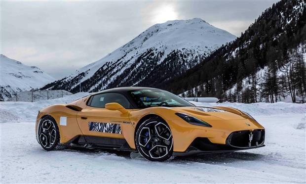 مازيراتي تختبر سيارتها MC20 على الثلج