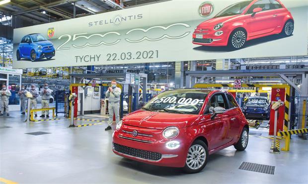 فيات تحتفل بإنتاج ٢،٥ مليون سيارة من طراز 500