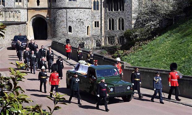 الأمير فيليب اختار سيارة نعشه منذ ١٦ عامًا