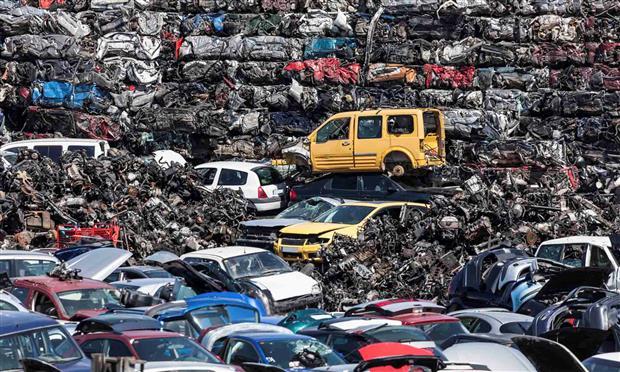 مخزن سيارات مخردة