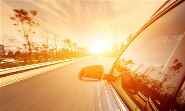 تحذير من قيادة السيارة في الحرارة الشديدة ..تتسبب في حوادث