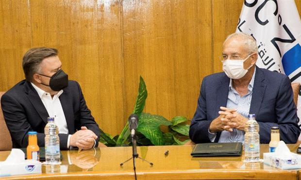 مرسيدس توقع عقد إنشاء مركز لوجيستي بالعين السخنة