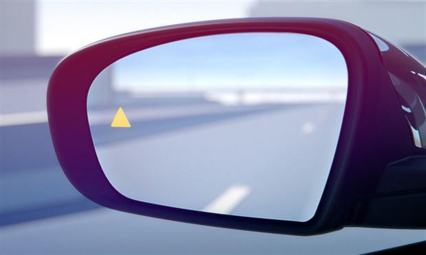 أرخص ٥ سيارات بنظام دعم النقطة العمياء