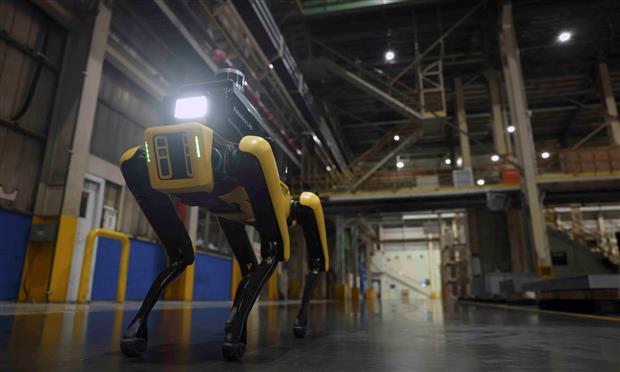 روبوت سلامة المصنع من بوسطن ديناميكس