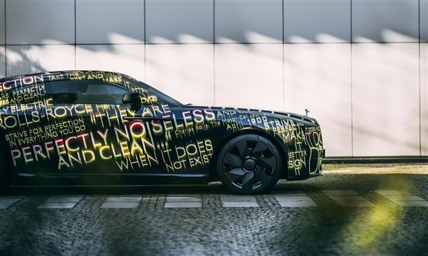 اختبارات تبلغ ٢.٥ مليون كيلومتر لسيارة رولز رويس الكهربائية