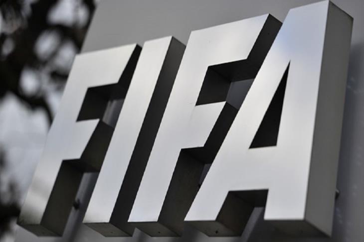 """""""فيفا"""" يقرر تمديد العمل بالإجراءات الاستثنائية في الانتقالات والمشاركة مع المنتخبات"""