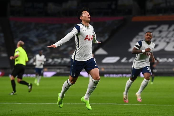 سون يُتوج بجائزة أفضل لاعب آسيوي محترف بالخارج