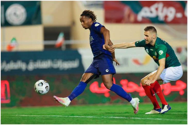 الهلال يهزم الاتفاق بثنائية الدوسري وكاريلو في الدوري السعودي