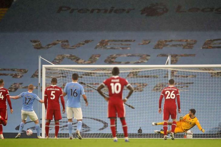 بالفيديو.. الثانية الضائعة في مسيرته.. دي بروين يهدر ضربة جزاء أمام ليفربول
