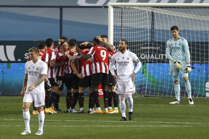"""ريال مدريد يطلق على نفسه الرصاص ويمنح بيلباو نهائي """"سوبر"""" مع برشلونة"""