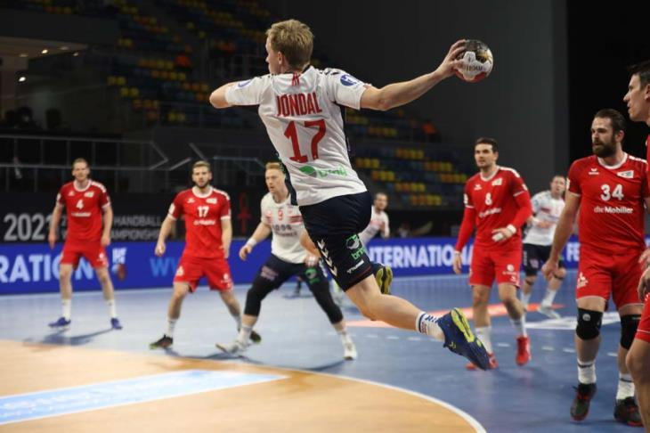 النرويج تستعيد توازنها بالفوز على سويسرا بمونديال اليد