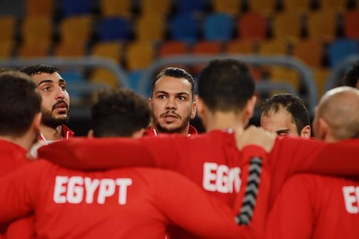 """""""قبل صدام السويد"""".. لماذا تنتظر مصر فوز مقدونيا على تشيلي في مونديال اليد؟"""