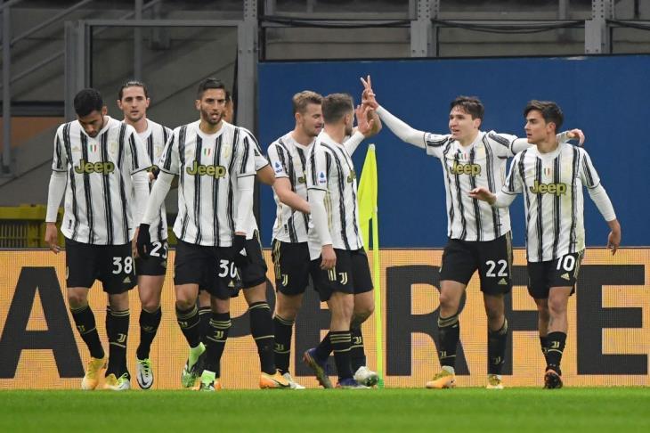 يوفنتوس يفوز بثلاثية ويكبد ميلان أول هزائمه في الدوري الإيطالي
