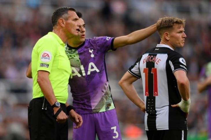 """""""لا يهمني الفوز"""".. صحف إنجلترا تستعرض رد فعل ريجيلون بعد إصابة مشجع نيوكاسل"""