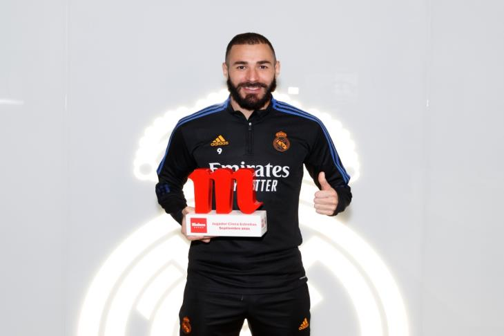 بنزيما يتوج بجائزة لاعب شهر سبتمبر في ريال مدريد