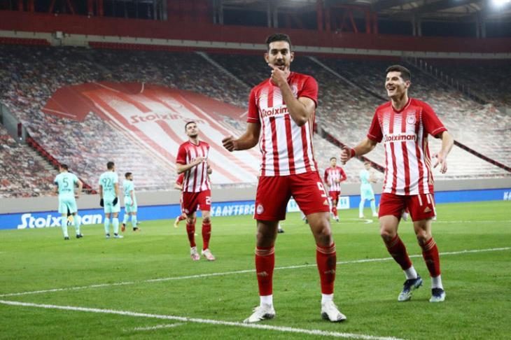 تقارير يونانية: كوكا يتعافى ويعود لتدريبات أولمبياكوس الخميس