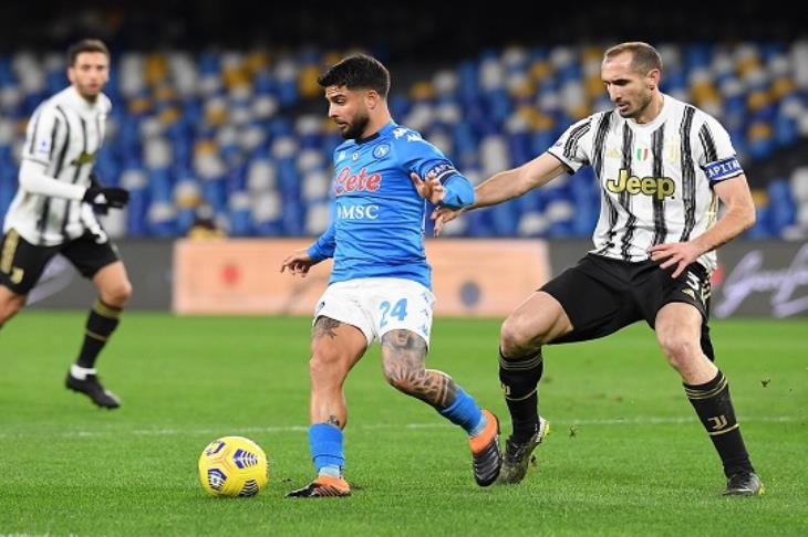 نابولي يهزم يوفنتوس وينضم للمربع الذهبي بالدوري الإيطالي