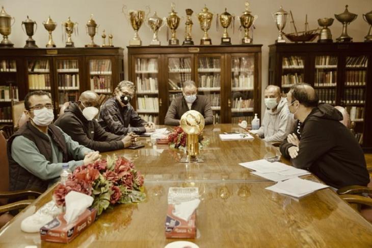 قناة الأهلي تكشف تفاصيل اجتماع الخطيب بموسيماني