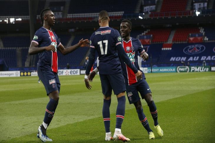 باريس يستغل هزيمة ليل ويتصدر الدوري الفرنسي بفوز كبير على ليون
