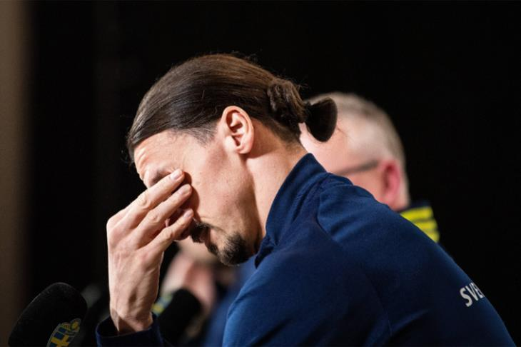 مشهد لن تراه كثيرًا.. دموع إبراهيموفيتش بعد عودته للمنتخب (فيديو)
